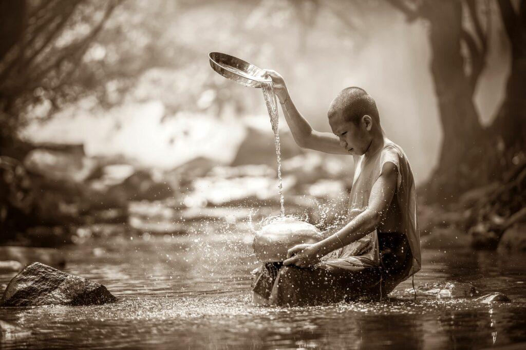 Est ce qu'il faut arrêter les pensées pour méditer ?