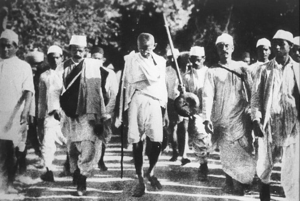 Yoga in Action - Gandhi durant Salt March